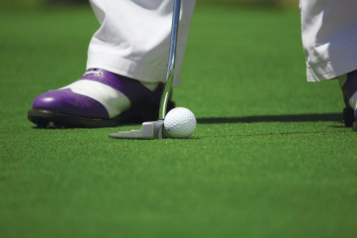 Golfsko og golfbold