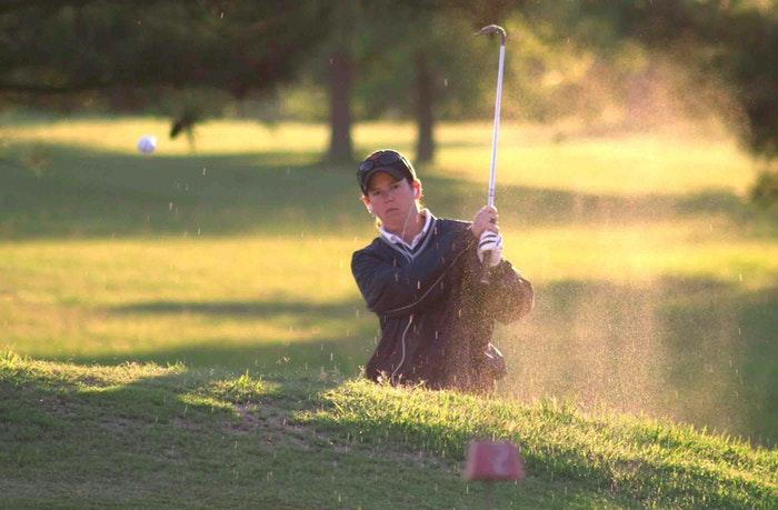 Golfspiller på golfbanen
